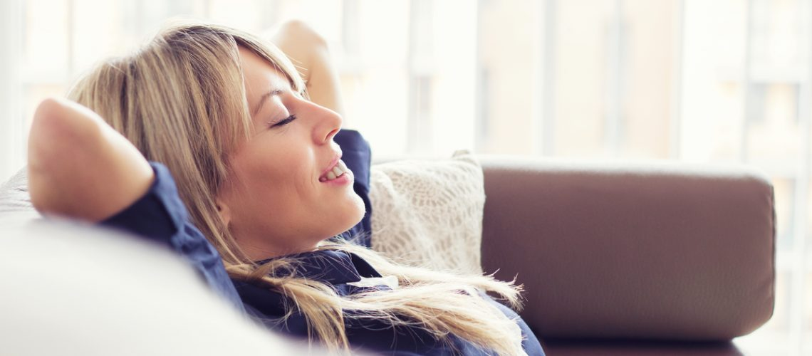 4-Ways-to-De-stress-and-Connect-With-Your-Body.jpg